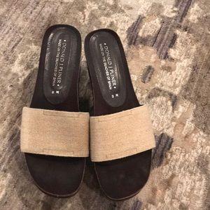 Donald Pliner shoes. Size 8. Excellents shape